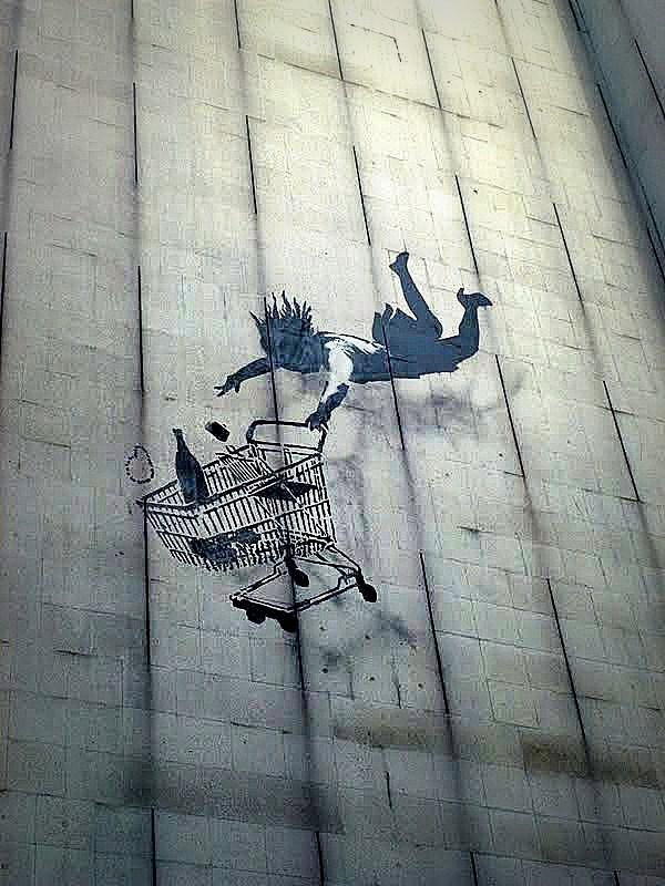 Banksy // La chute - Londres - photo mai 2013 ©vidos - street-art-avenue