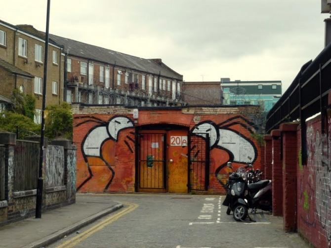 Stik dans Grimsby Street, Londres