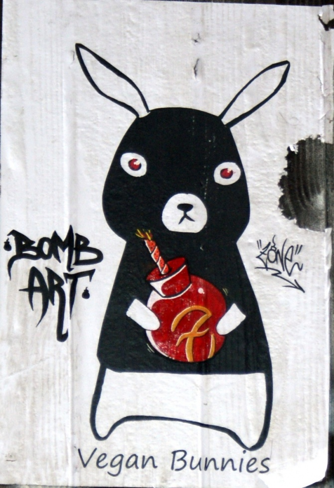 vegan-bunnies-street-art-barcelone-1