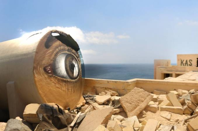 """""""all eyes on me"""" - Anamorphose par kas - Malta 2015"""