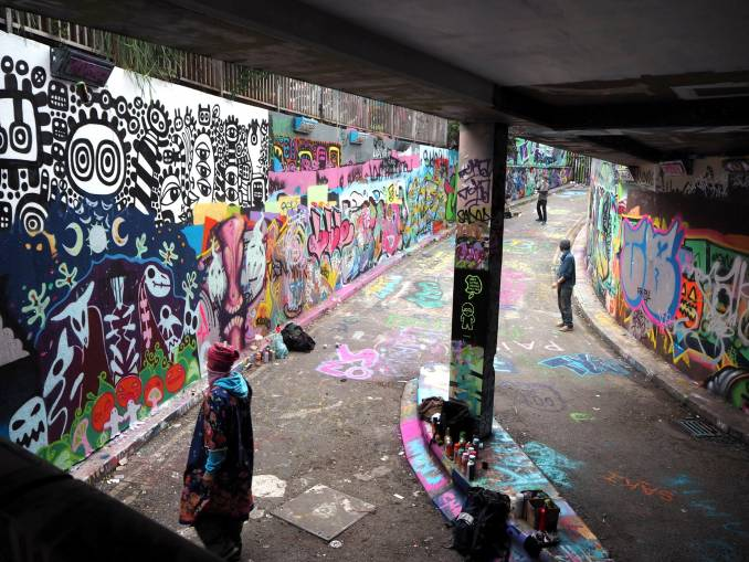 graffiti - leak street - waterloo - londres