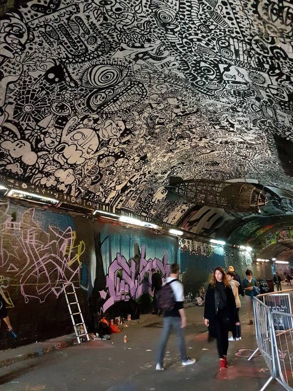 graffiti - leak street - waterloo - londres