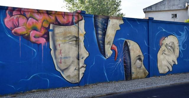 drawing jesus - streetart - lisbonne