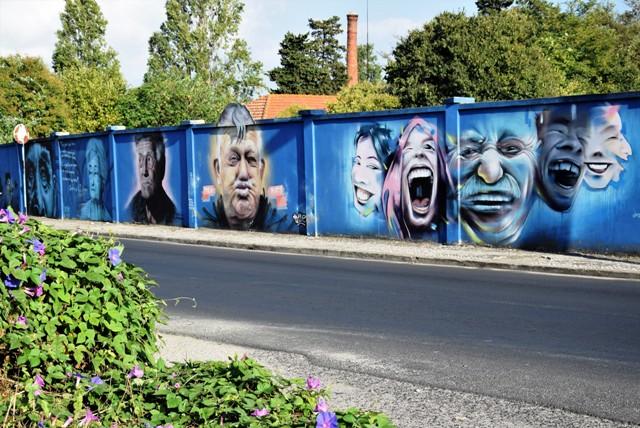 blue wall faces - streetart - lisbonne