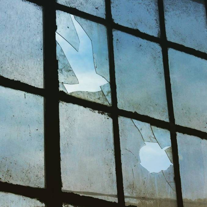 """""""Camouflage"""" Tribute to René Magritte par Pejac - photo @pejac_art"""