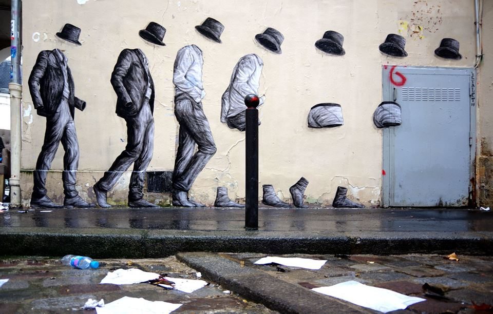levalet - street art - strip tease - paris