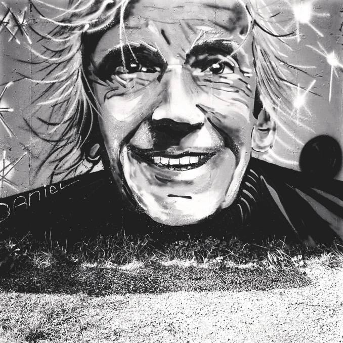 lanfrey - street art - mosaic street art avenue - black and white - vannes